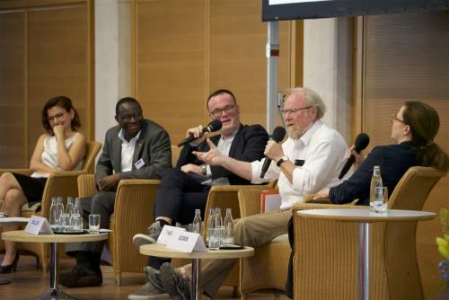 Panel 1 v.l.n.r.: Bilgin Ayata, Karamba Diaby, Vladimir Balzer, Wolfgang Thierse, Thea Dorn
